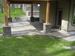 Patio with pillars to accent posts